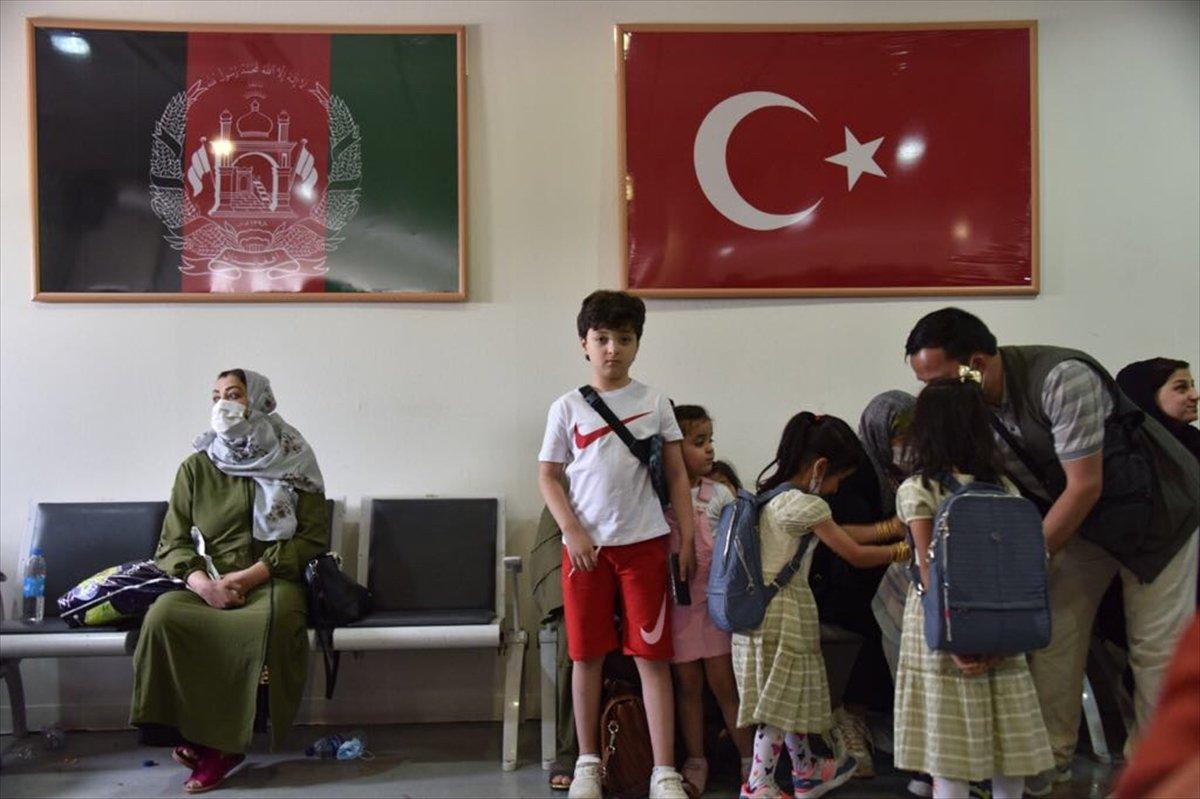 Afganistan da Türk vatandaşların tahliyesi sürüyor #9