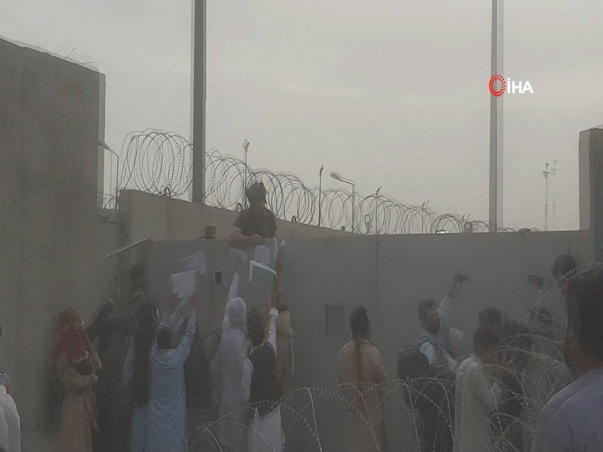 Kabil Havalimanı'na girmek isteyenlere ses bombalı müdahale #2