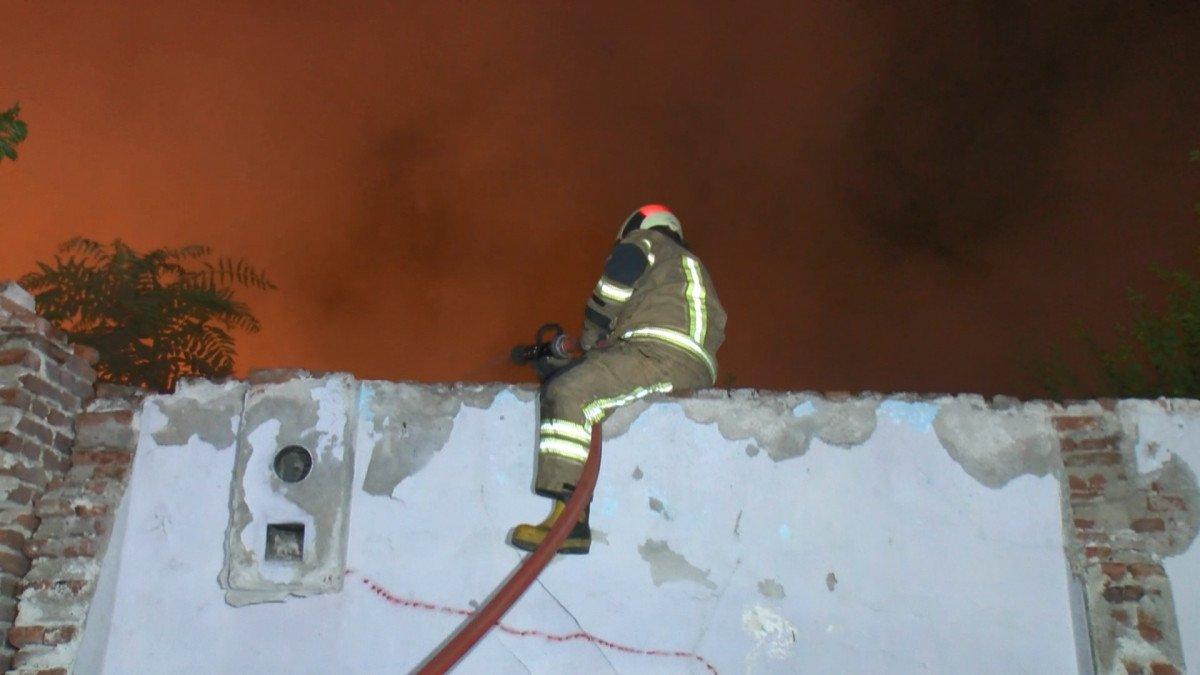 Bursa da yanan 2 katlı metruk bina çöktü  #3