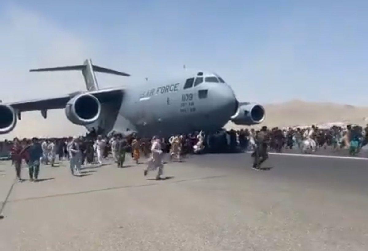 Kabil'den kalkan uçağın iniş takımlarında, insan vücudu parçaları bulundu  #2