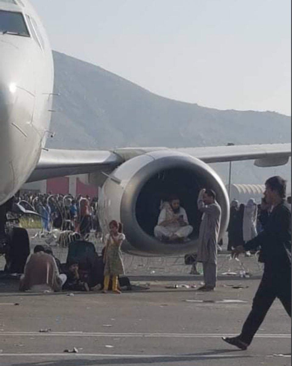 Kabil'den kalkan uçağın iniş takımlarında, insan vücudu parçaları bulundu  #3