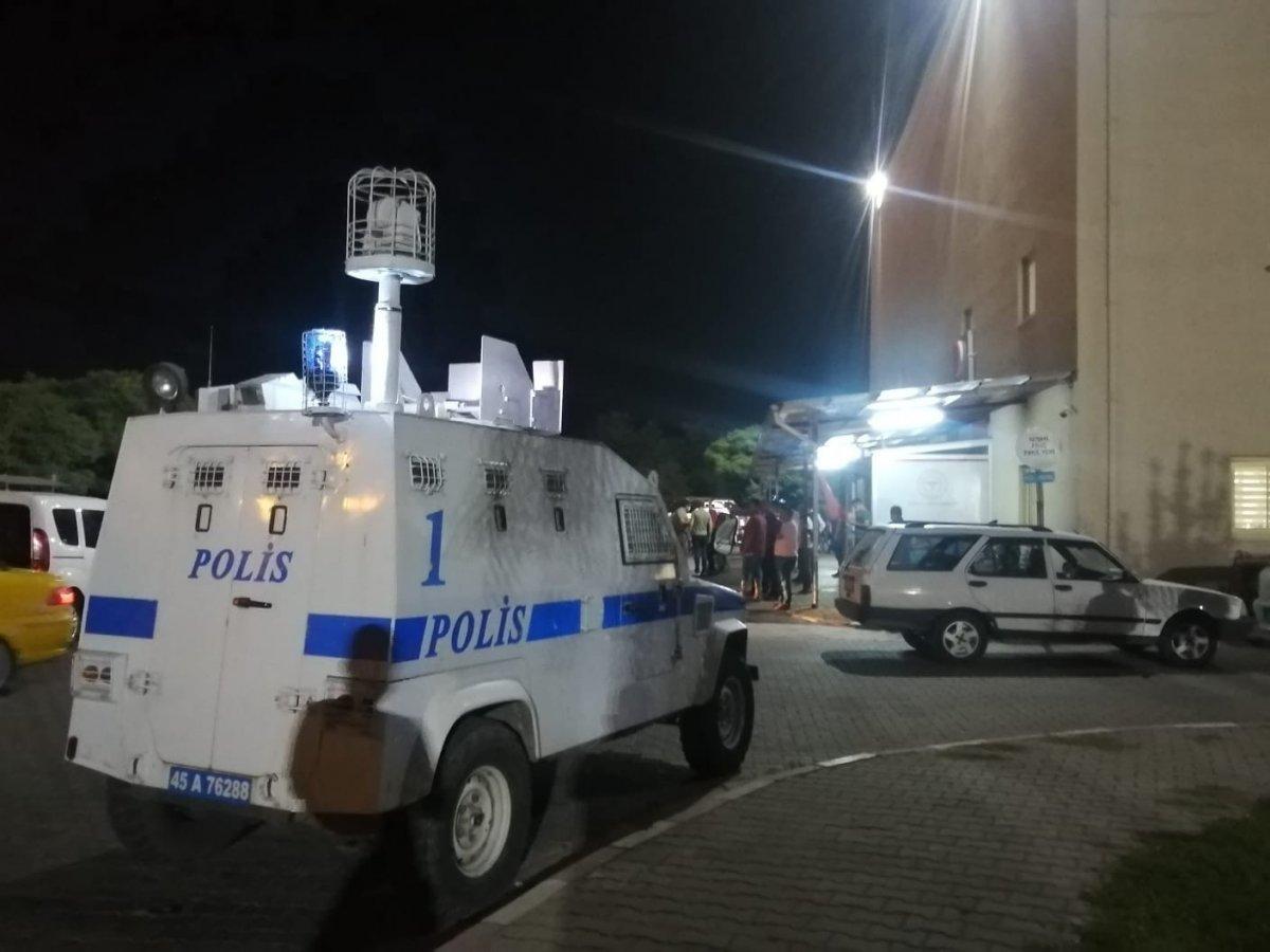 Manisa da polis memurunu bıçaklayan 6 şüpheli tutuklandı #2
