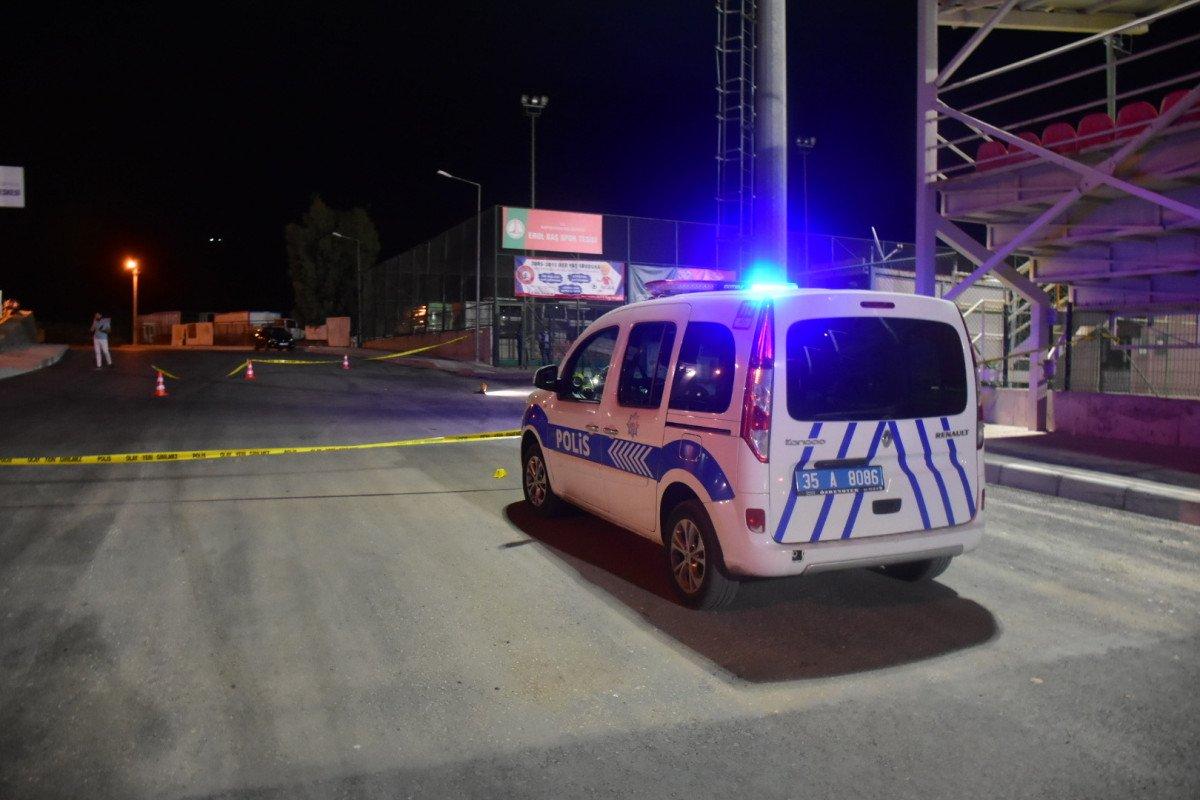 İzmir deki halı sahada kavga: Polislerle çatıştılar #1