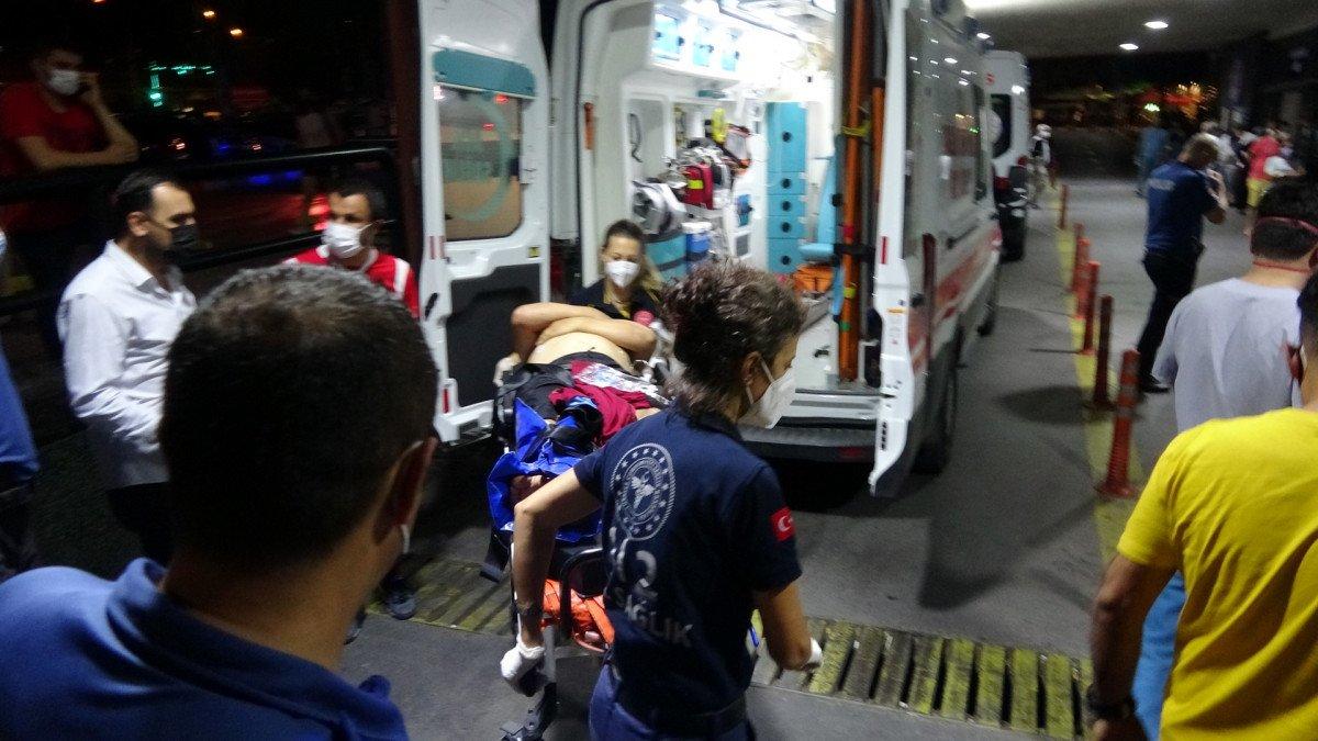 İzmir deki halı sahada kavga: Polislerle çatıştılar #2