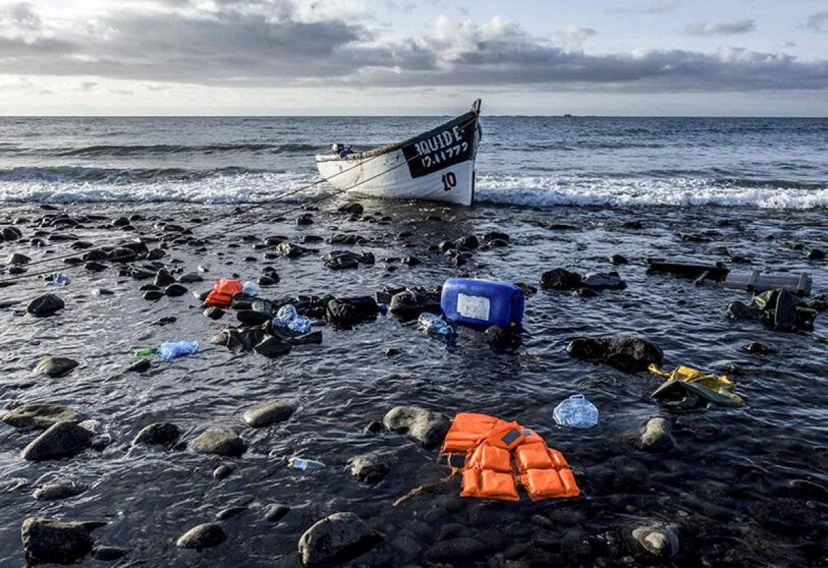 Kanarya Adaları na giden teknede 2 hafta denizde mahsur kalan 47 göçmen öldü #2