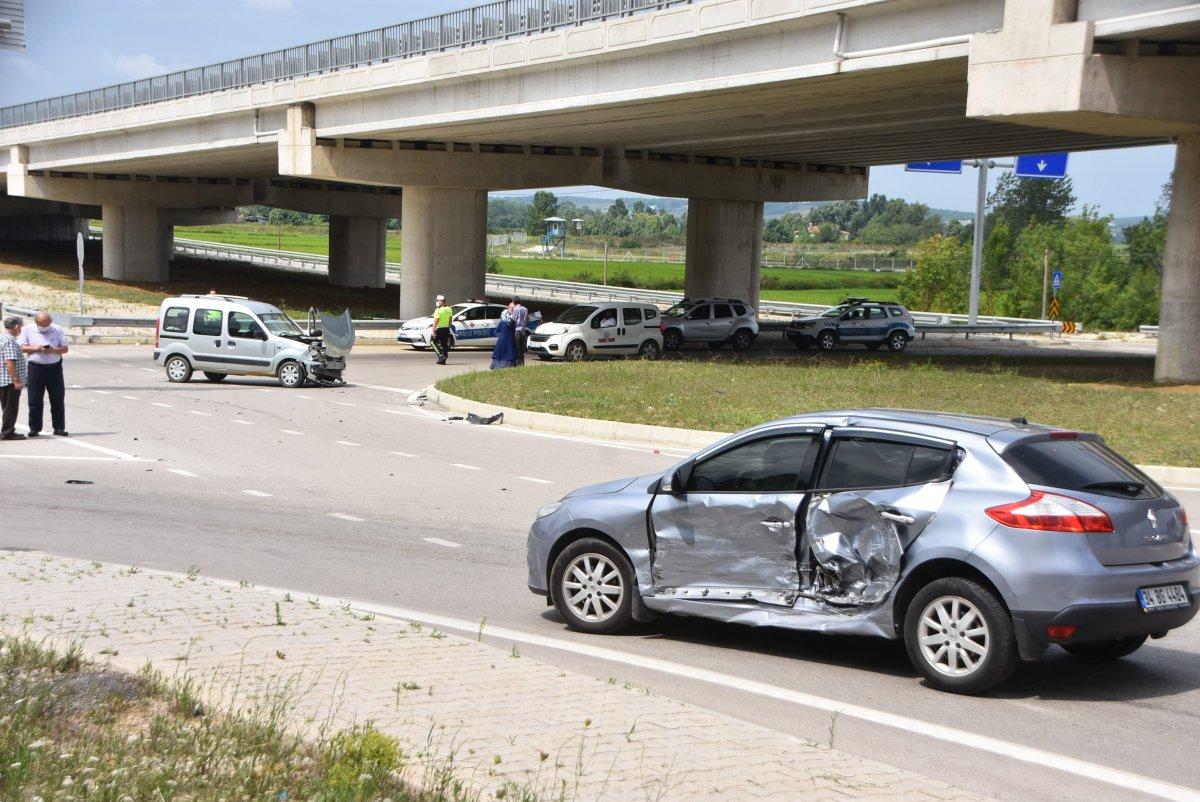 Sinop'ta 2 araç çarpıştı: 2 yaralı  #2