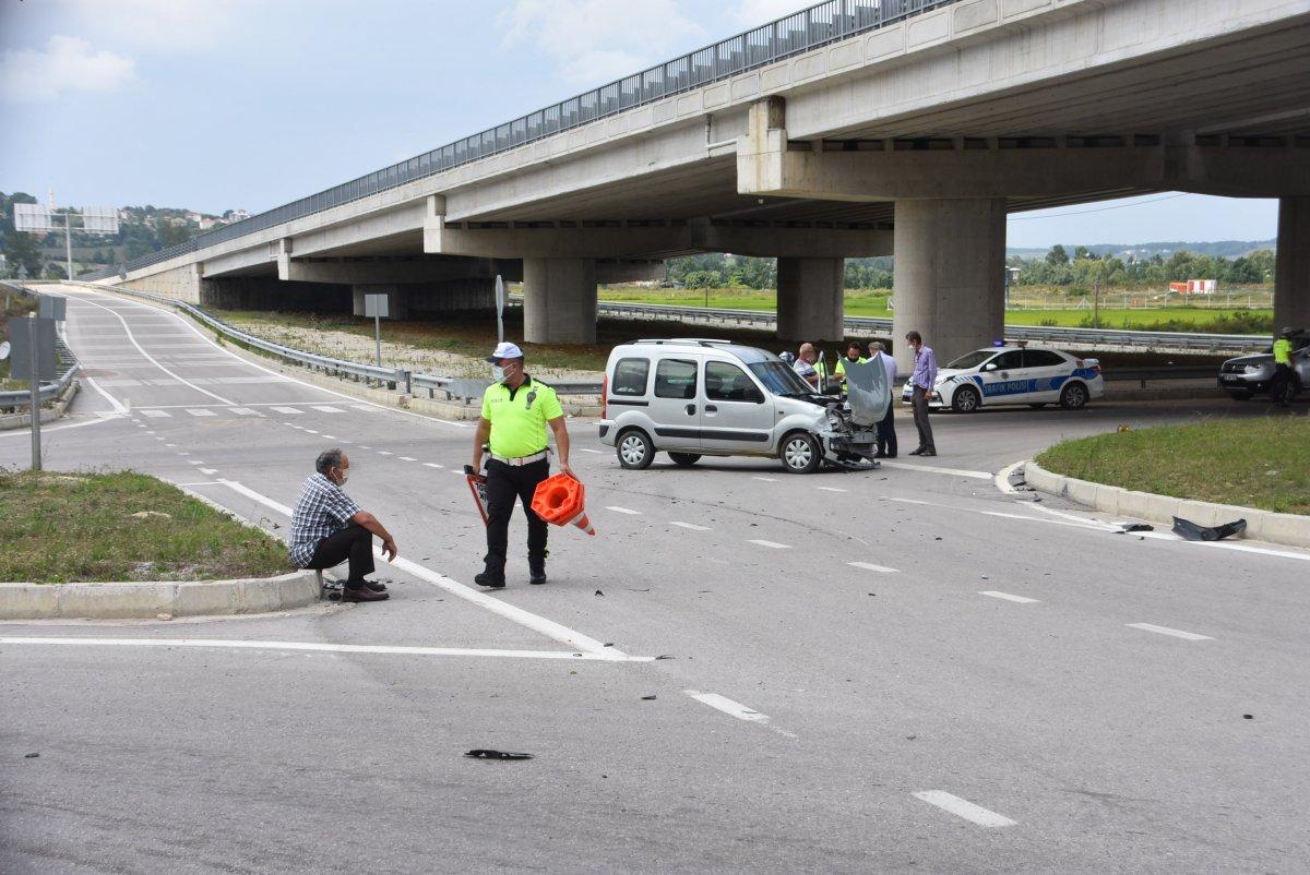 Sinop'ta 2 araç çarpıştı: 2 yaralı  #1