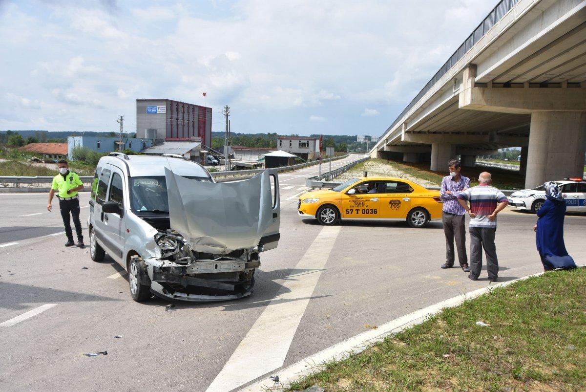 Sinop'ta 2 araç çarpıştı: 2 yaralı  #4