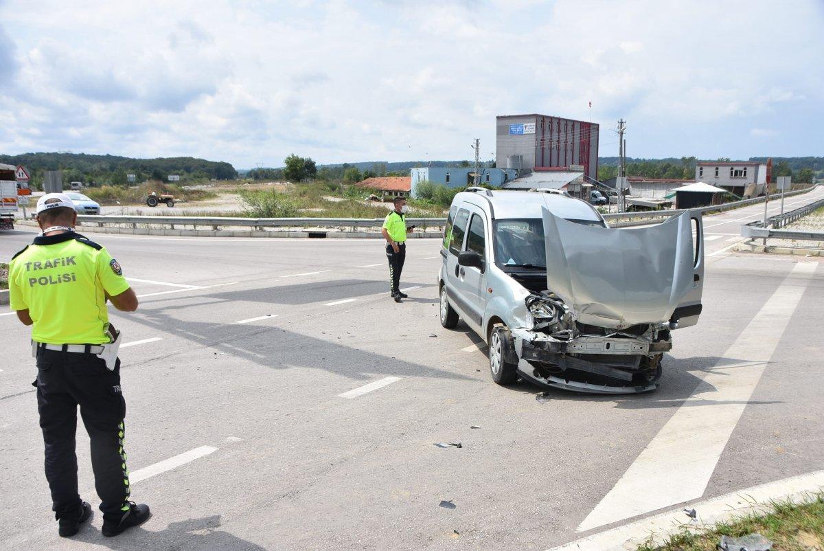 Sinop'ta 2 araç çarpıştı: 2 yaralı  #3