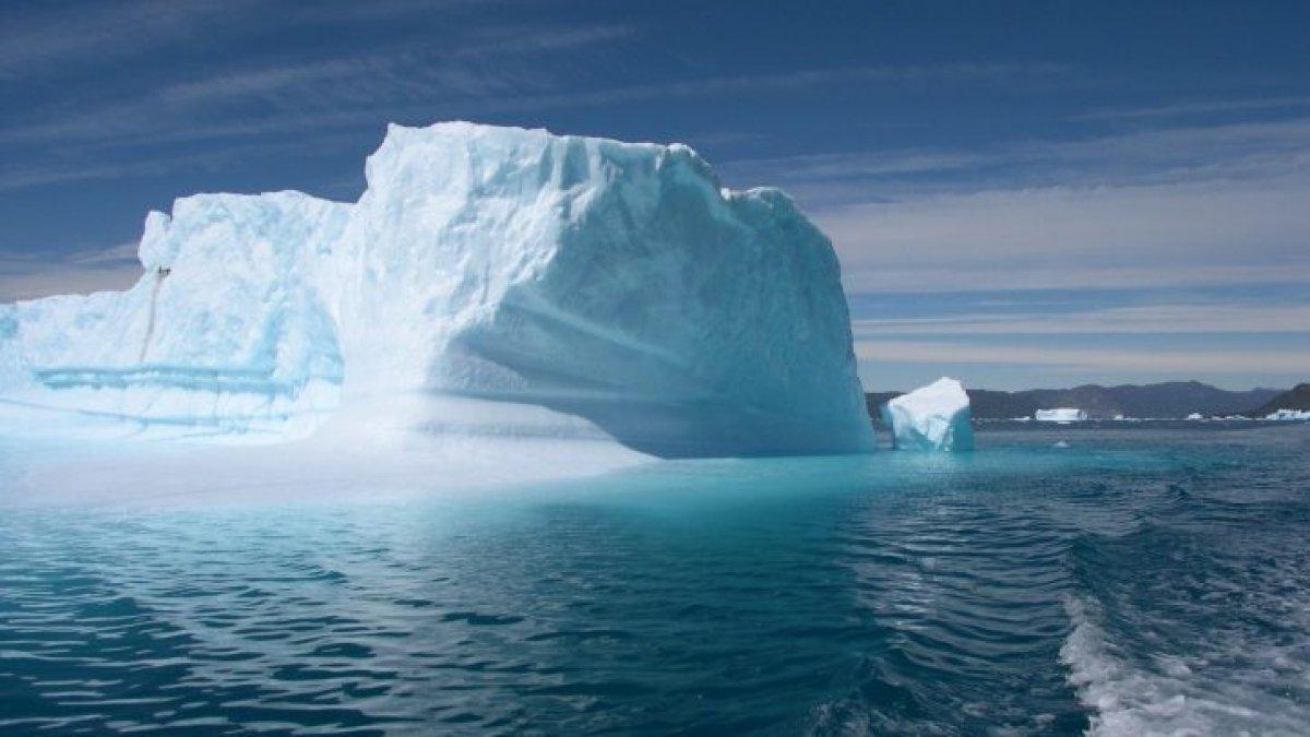 Gröland daki buzulların tepesine ilk defa yağmur yağdı #1