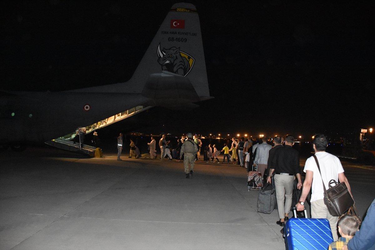 Afganistan daki Türk vatandaşlar tahliye edildi #1
