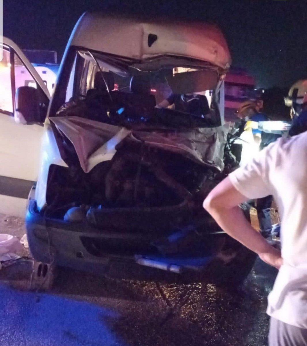Karabük te minibüs kamyonete çarptı: 7 yaralı #1
