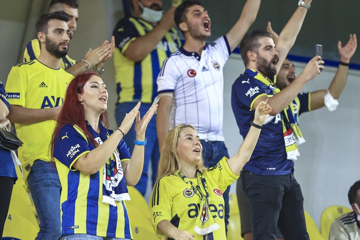 Fenerbahçe taraftarından tepki: Ülkede mülteci istemiyoruz #1