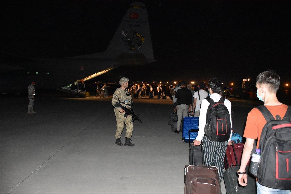 Afganistan daki Türk vatandaşlar tahliye edildi #2