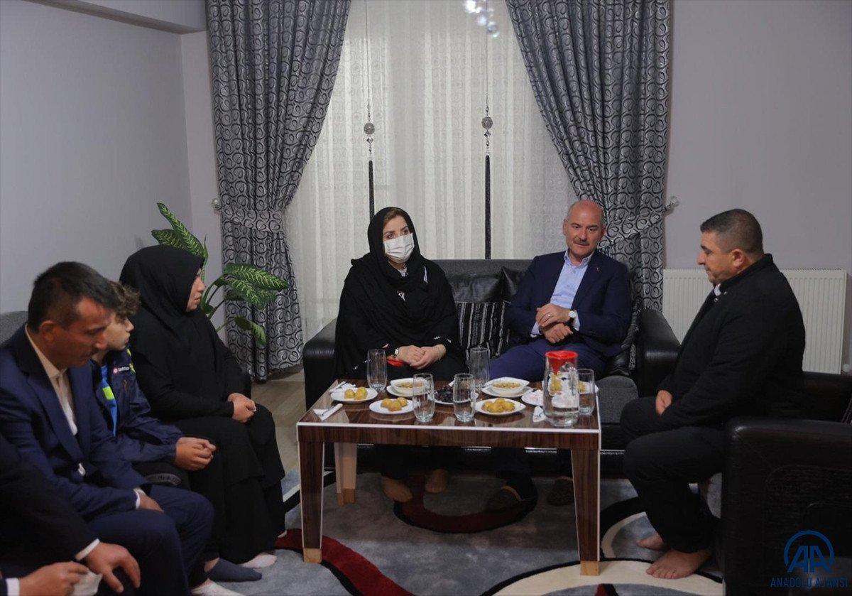 Süleyman Soylu, Emirhan Yalçın ve Ali Yasin Ülger in ailelerini ziyaret etti #1