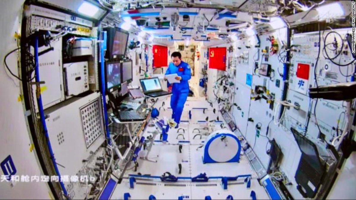 Çinli astronotlar, ikinci kez uzay yürüyüşünde #4