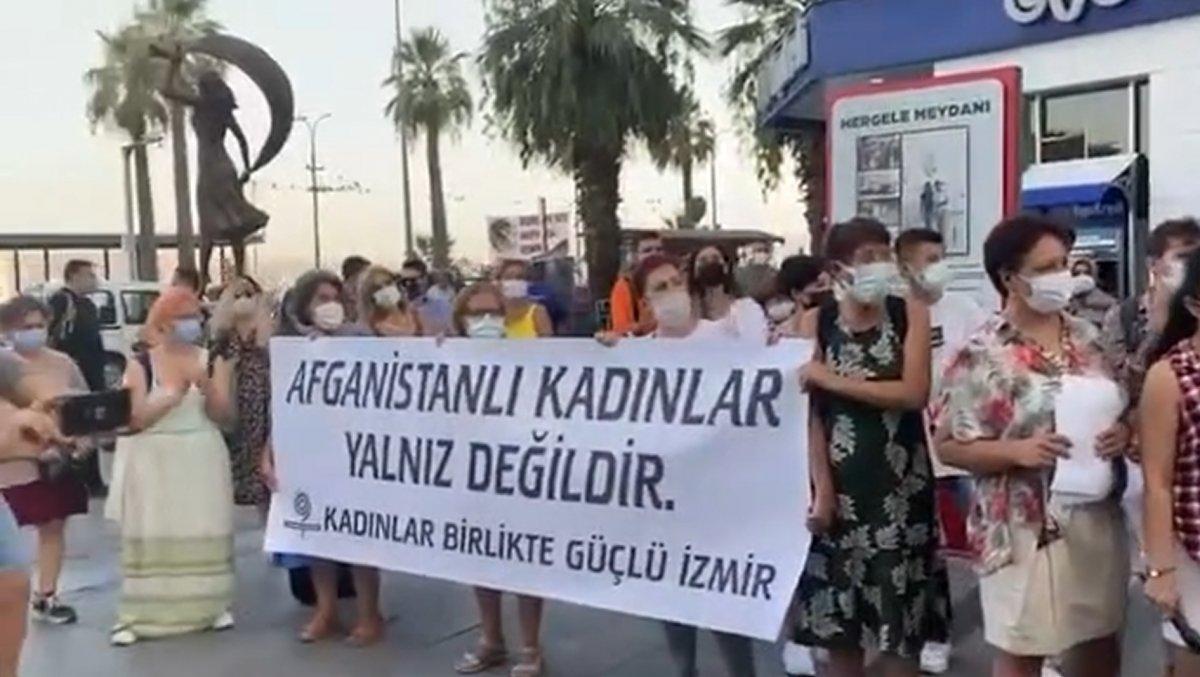 İzmir de Afgan kadınlar için soyunma eylemi #3
