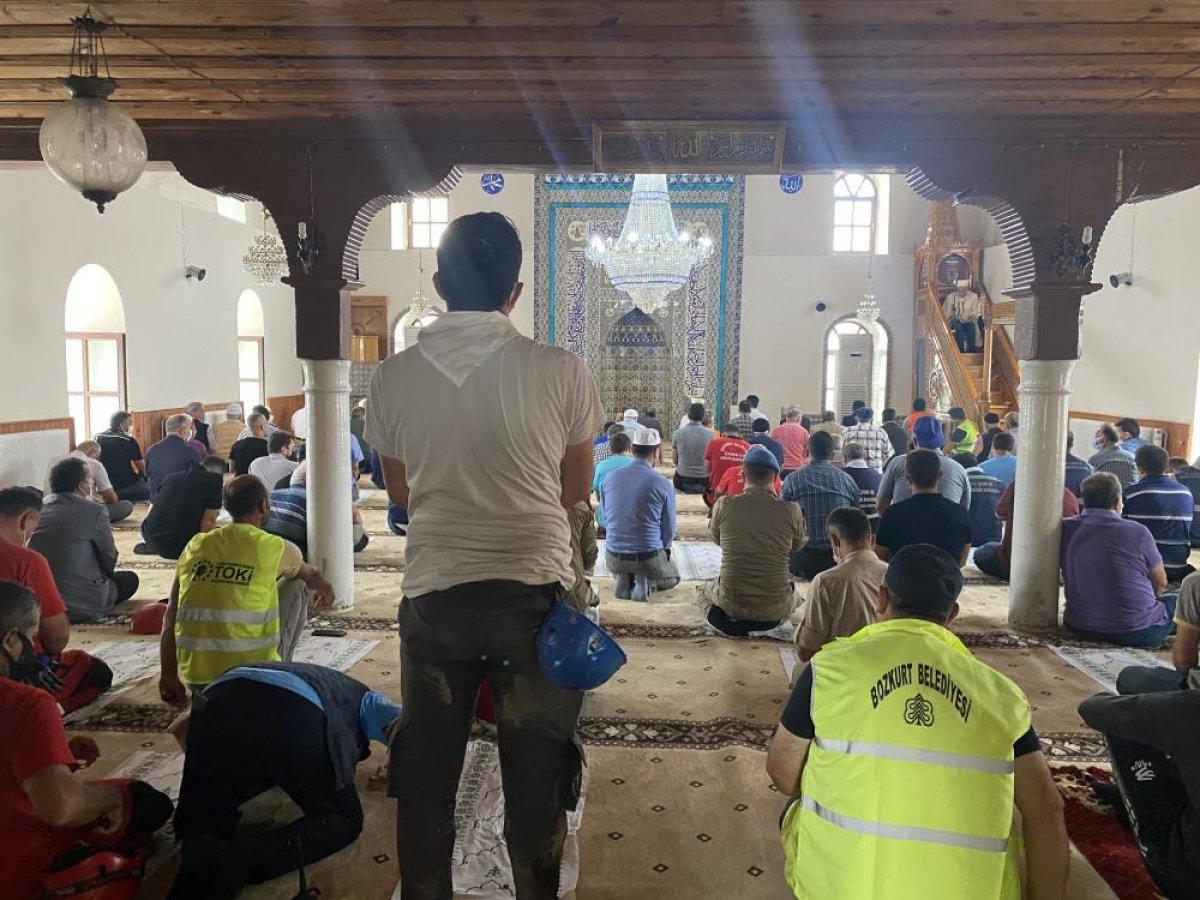 Kastamonu da sel felaketi sonrası ilk cuma namazı kılındı  #4