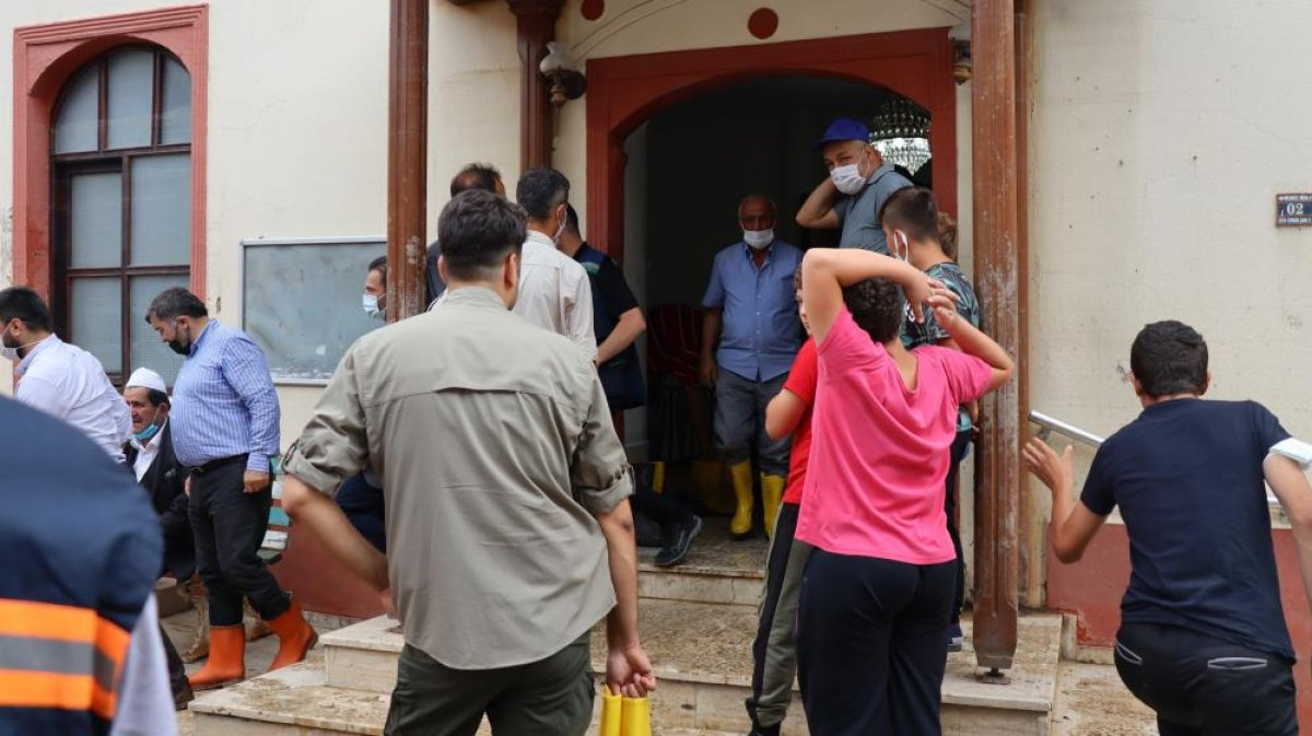 Kastamonu da sel felaketi sonrası ilk cuma namazı kılındı  #1