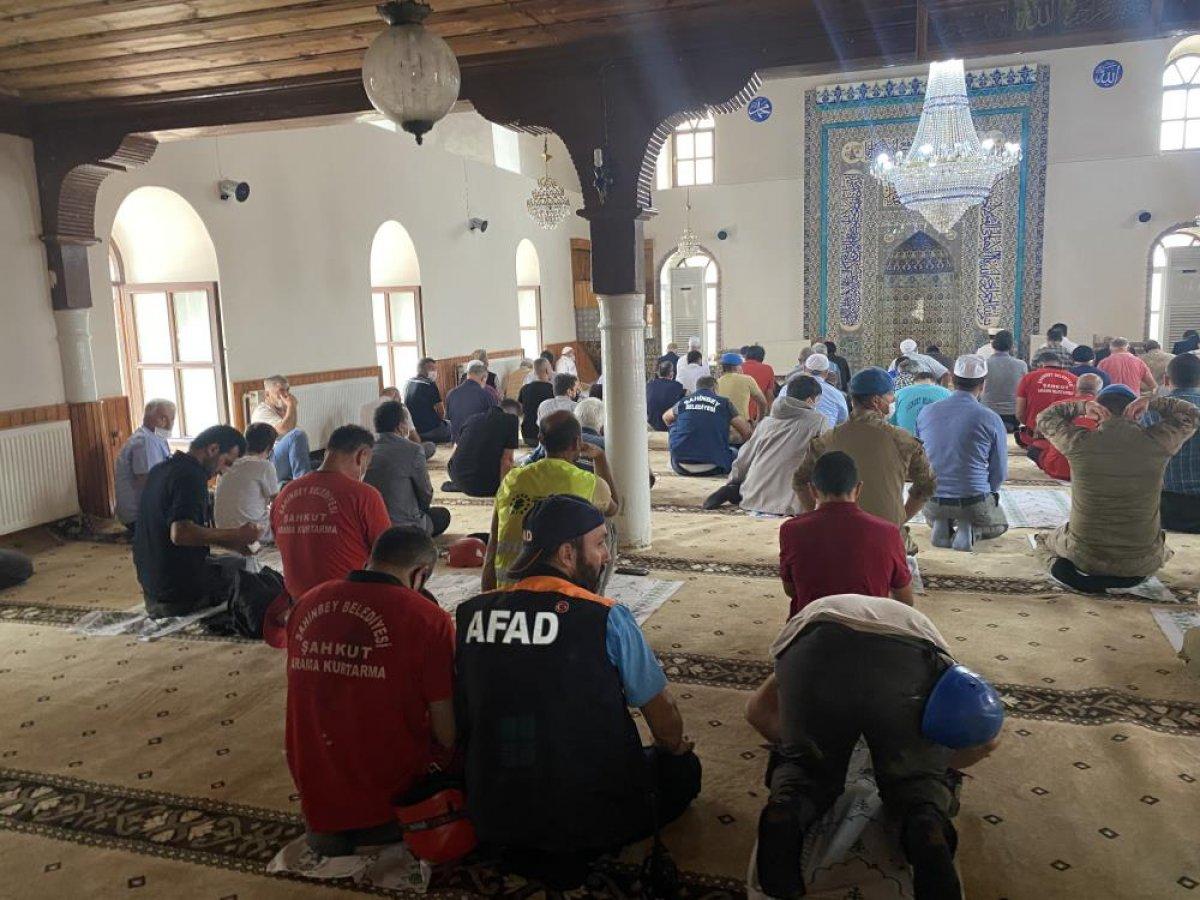 Kastamonu da sel felaketi sonrası ilk cuma namazı kılındı  #5
