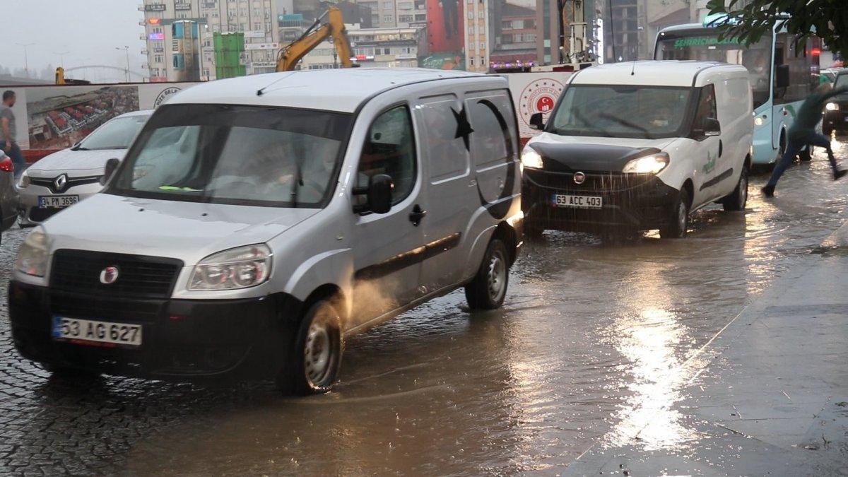 Rize'de sağanak yağış etkili oldu #5