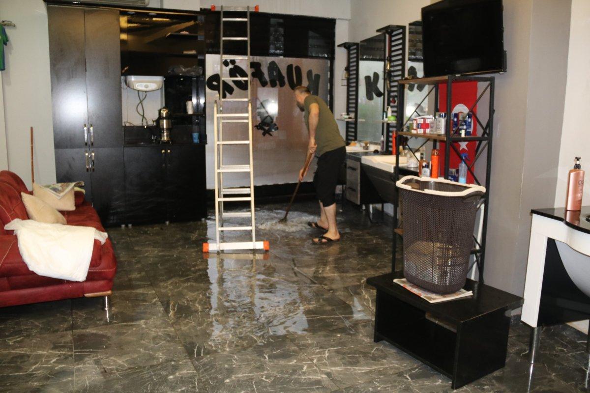 Rize'de sağanak yağış etkili oldu #3