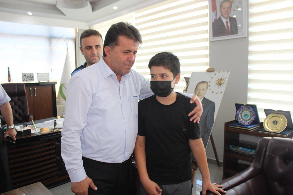 Sinop ta 11 yaşındaki çocuk kumbarasındaki paraları sel mağdurlarına bağışladı #1