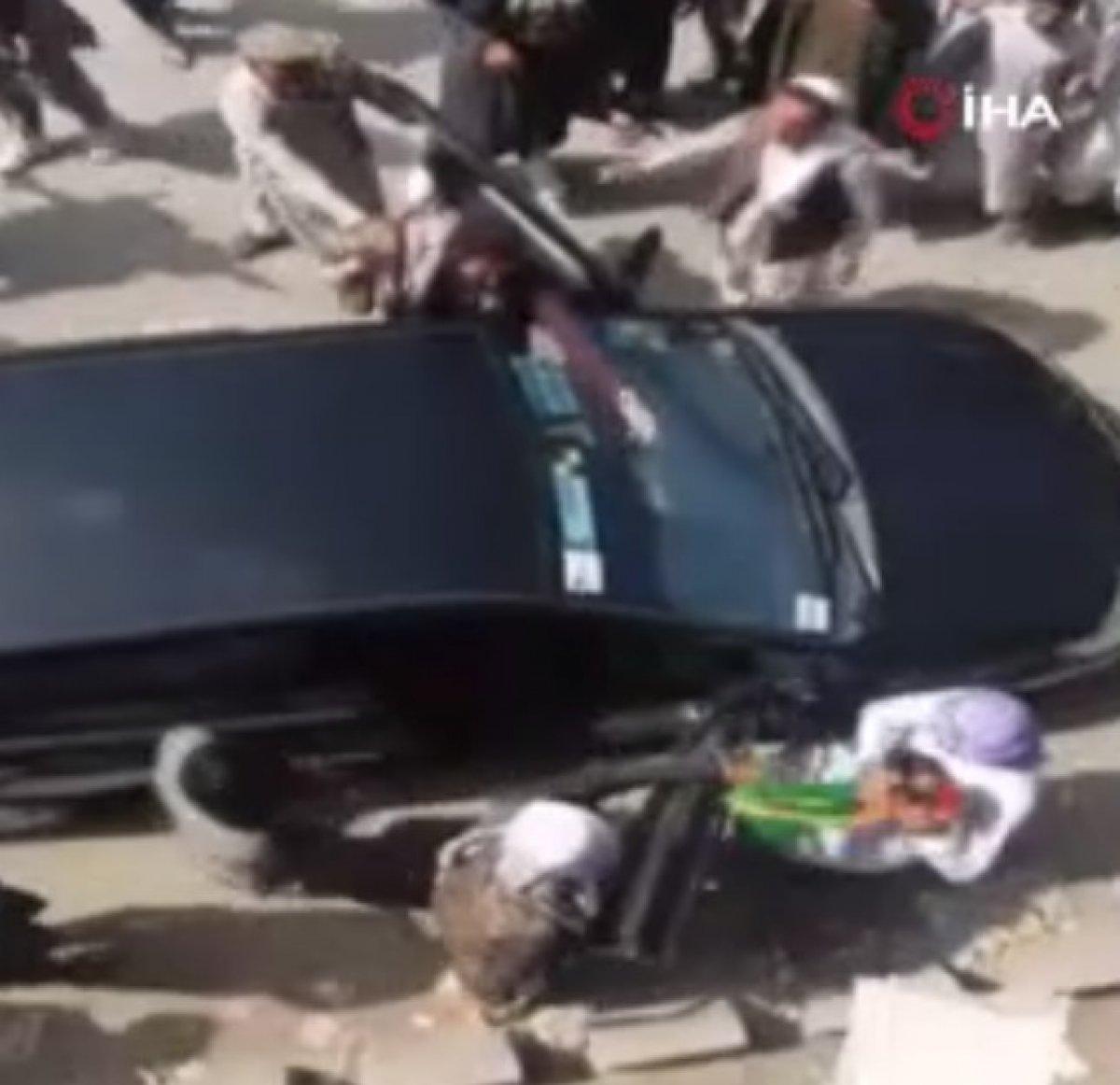 Taliban ın Afganistan bayrağı taşıyanlara müdahalesi  #4