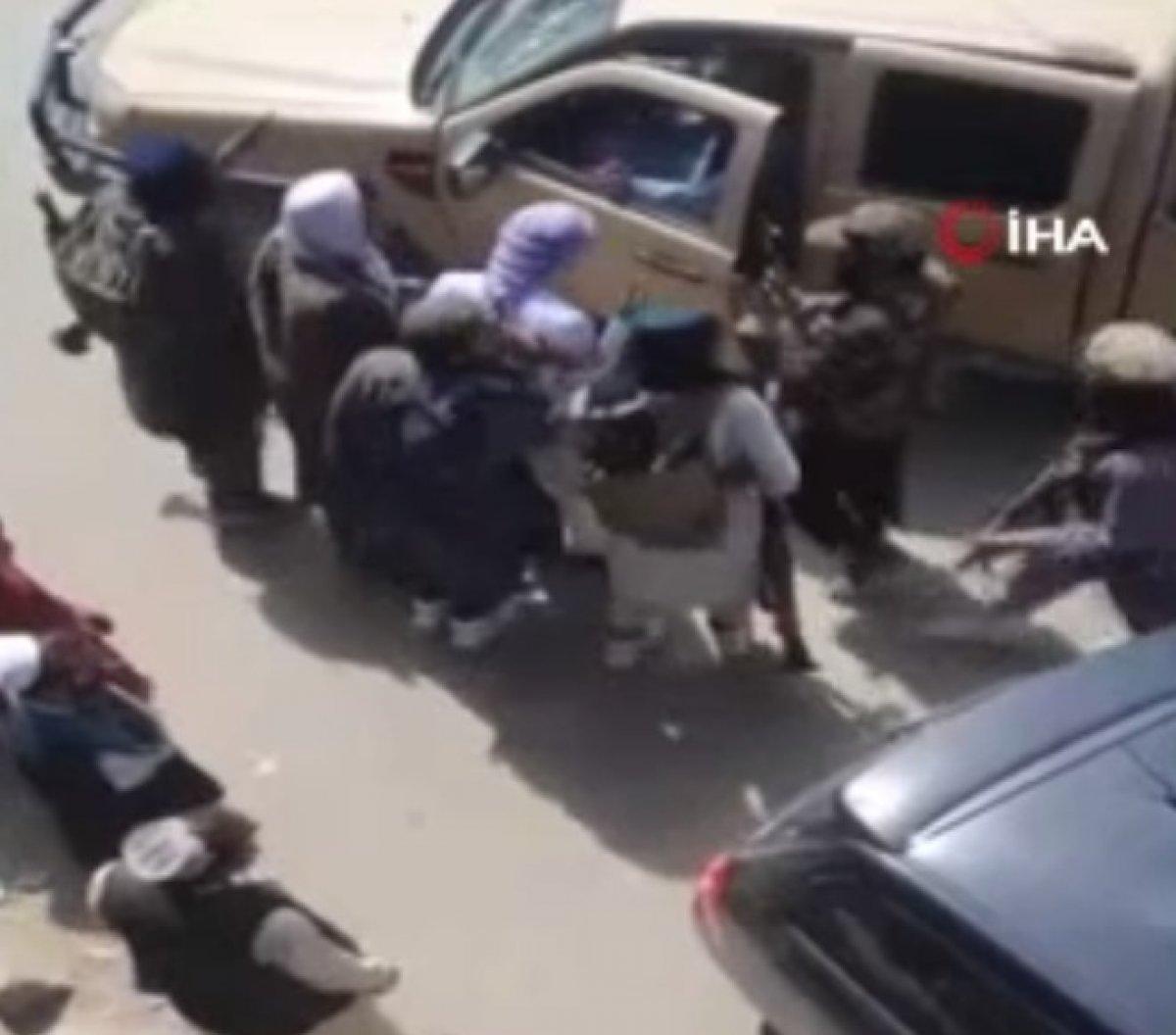 Taliban ın Afganistan bayrağı taşıyanlara müdahalesi  #5
