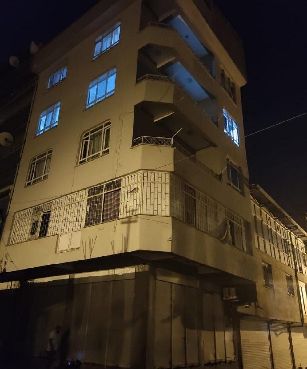 Van da 4 katlı binada 78 kaçak göçmen yakalandı #4