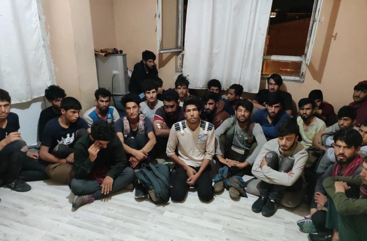 Van da 4 katlı binada 78 kaçak göçmen yakalandı #1
