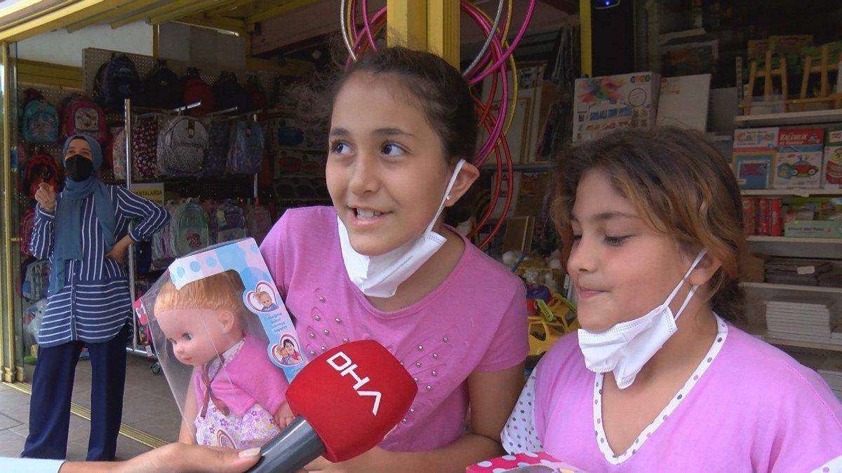 Cumhurbaşkanı Erdoğan vatandaşlarla sohbet etti, çocuklara oyuncak dağıttı #3