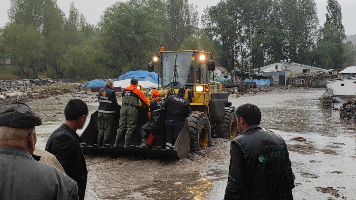 Kars ın köylerinde sel etkili oldu #5