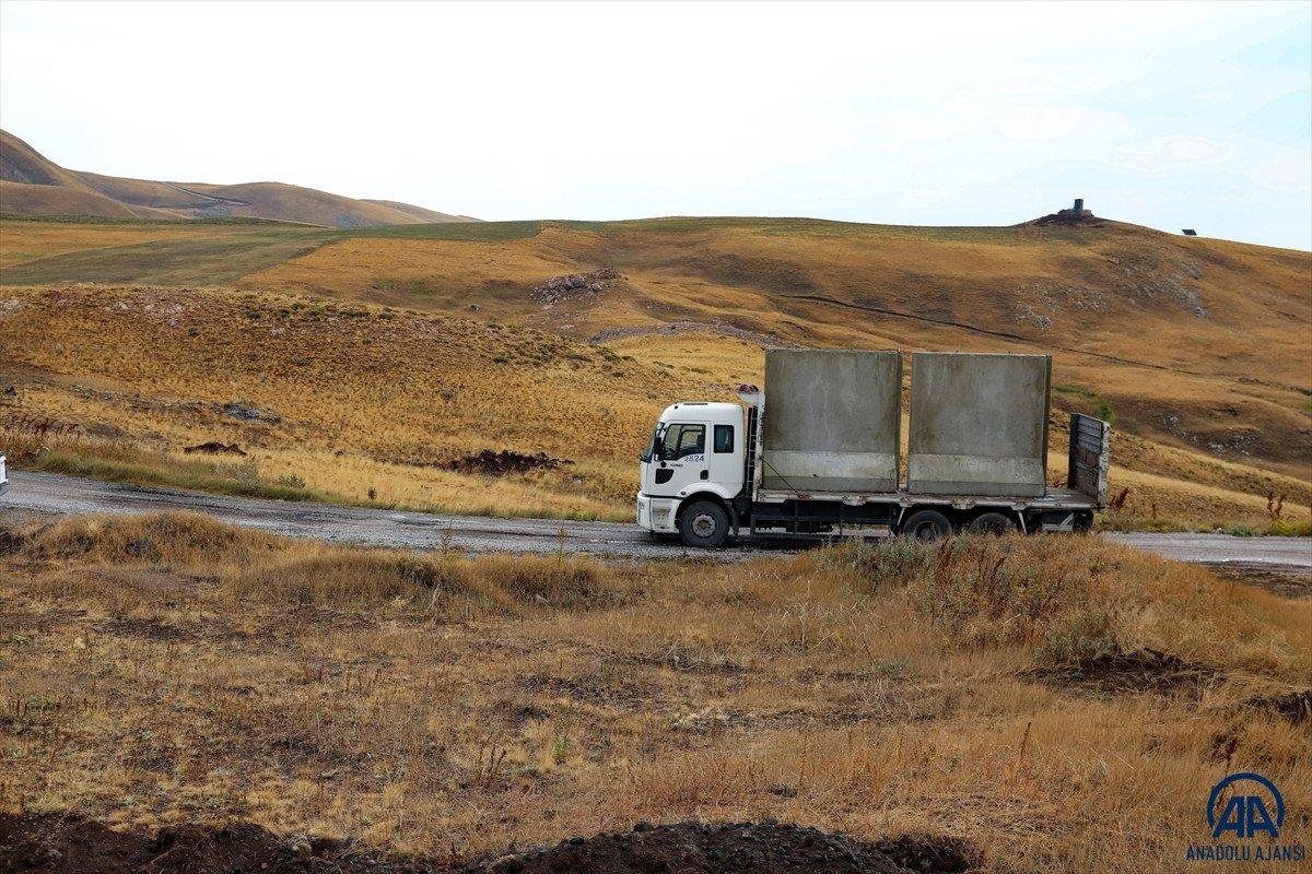 Türkiye-İran sırında duvar örme çalışmaları devam ediyor #25