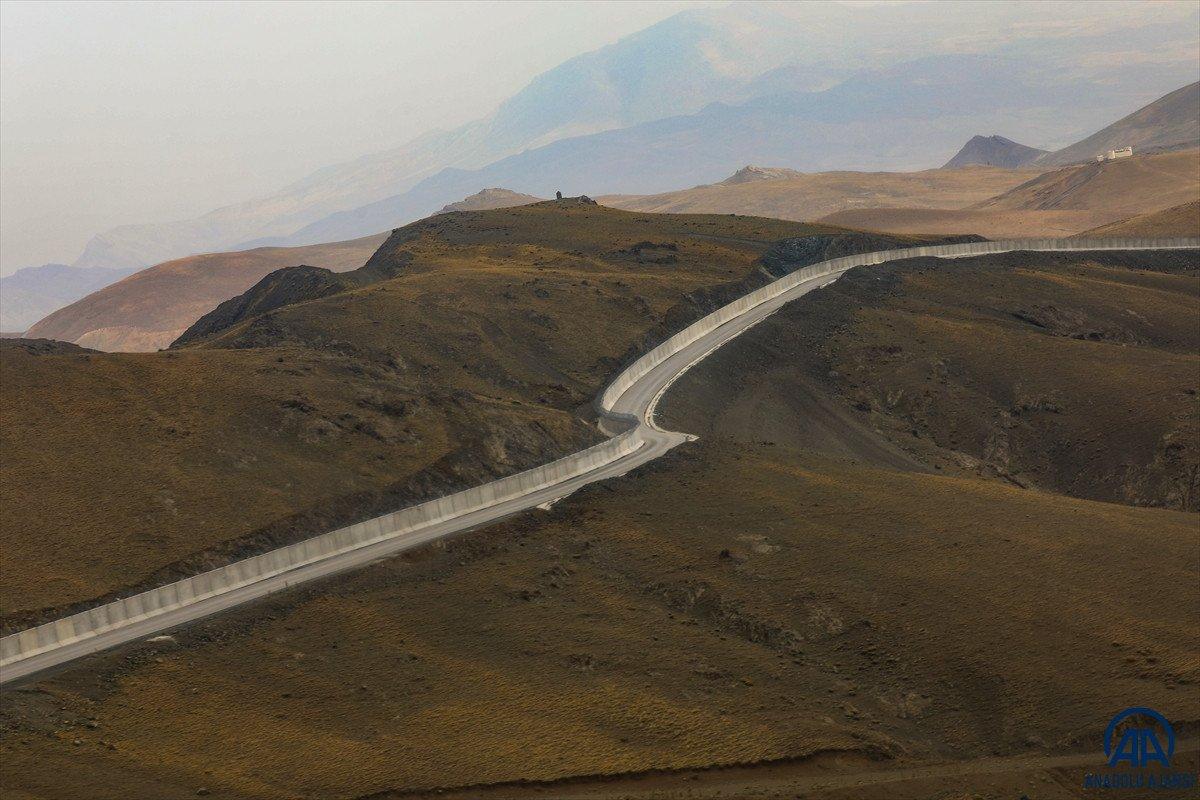 Türkiye-İran sırında duvar örme çalışmaları devam ediyor #19