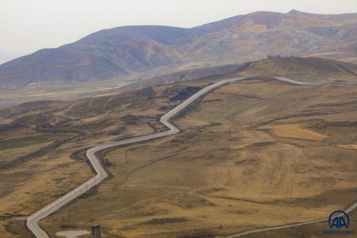 Türkiye-İran sırında duvar örme çalışmaları devam ediyor #15