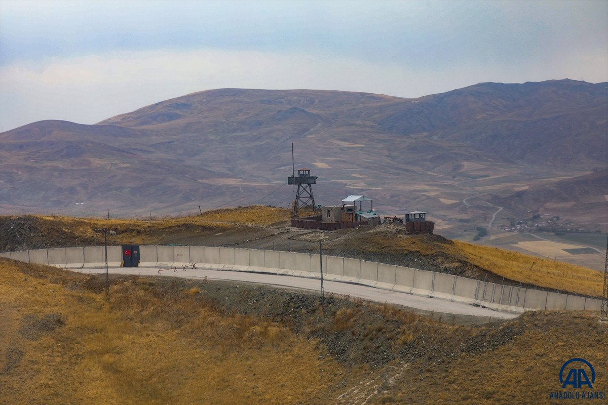 Türkiye-İran sırında duvar örme çalışmaları devam ediyor #3