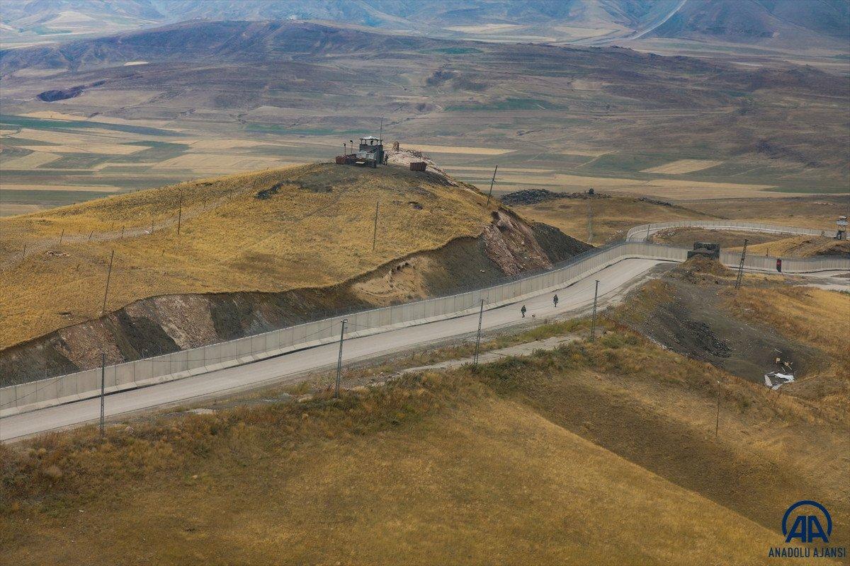 Türkiye-İran sırında duvar örme çalışmaları devam ediyor #8