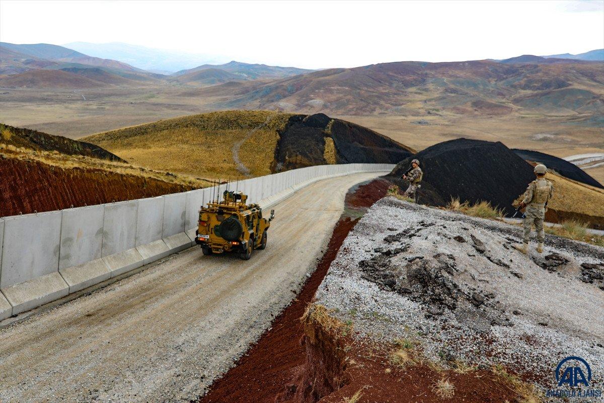 Türkiye-İran sırında duvar örme çalışmaları devam ediyor #5