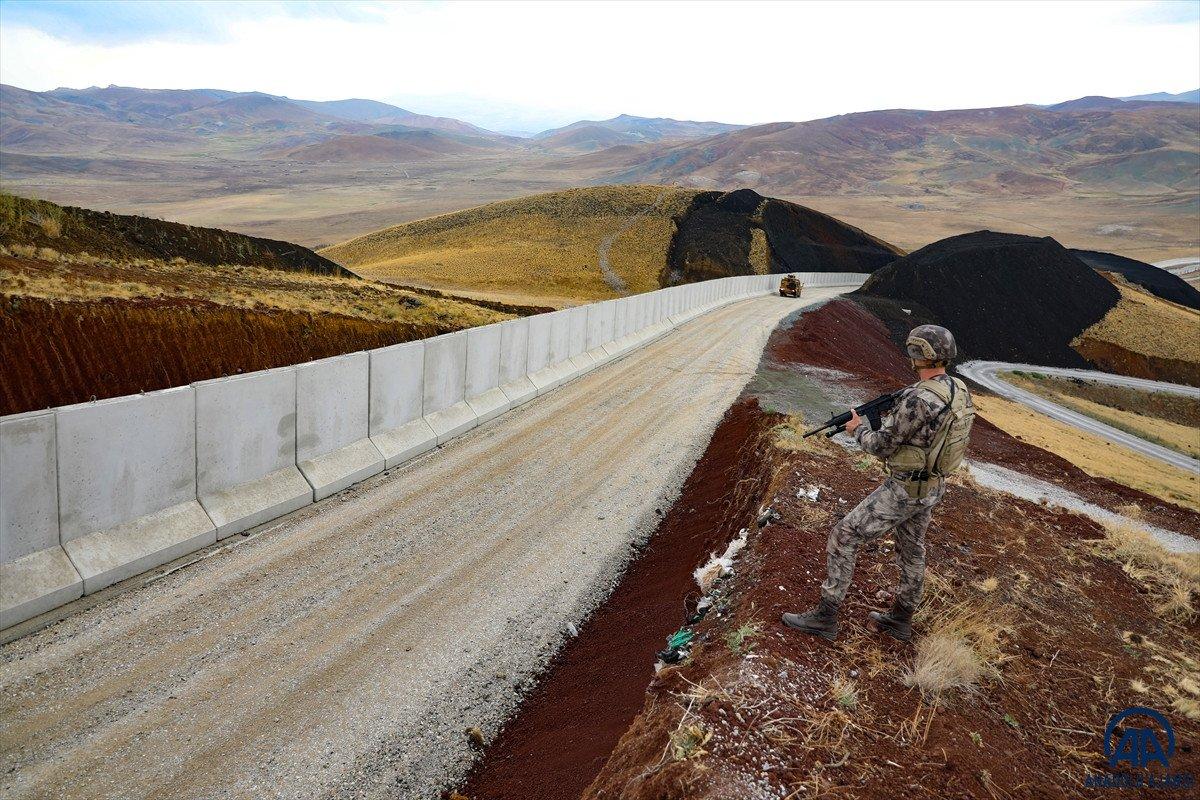 Türkiye-İran sırında duvar örme çalışmaları devam ediyor #24