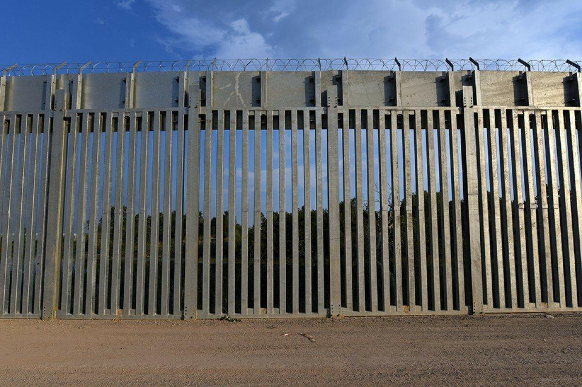 Yunanistan dan  Afganlar  için önlem: Türkiye sınırına 40 kilometrelik çelik duvar örüldü #4
