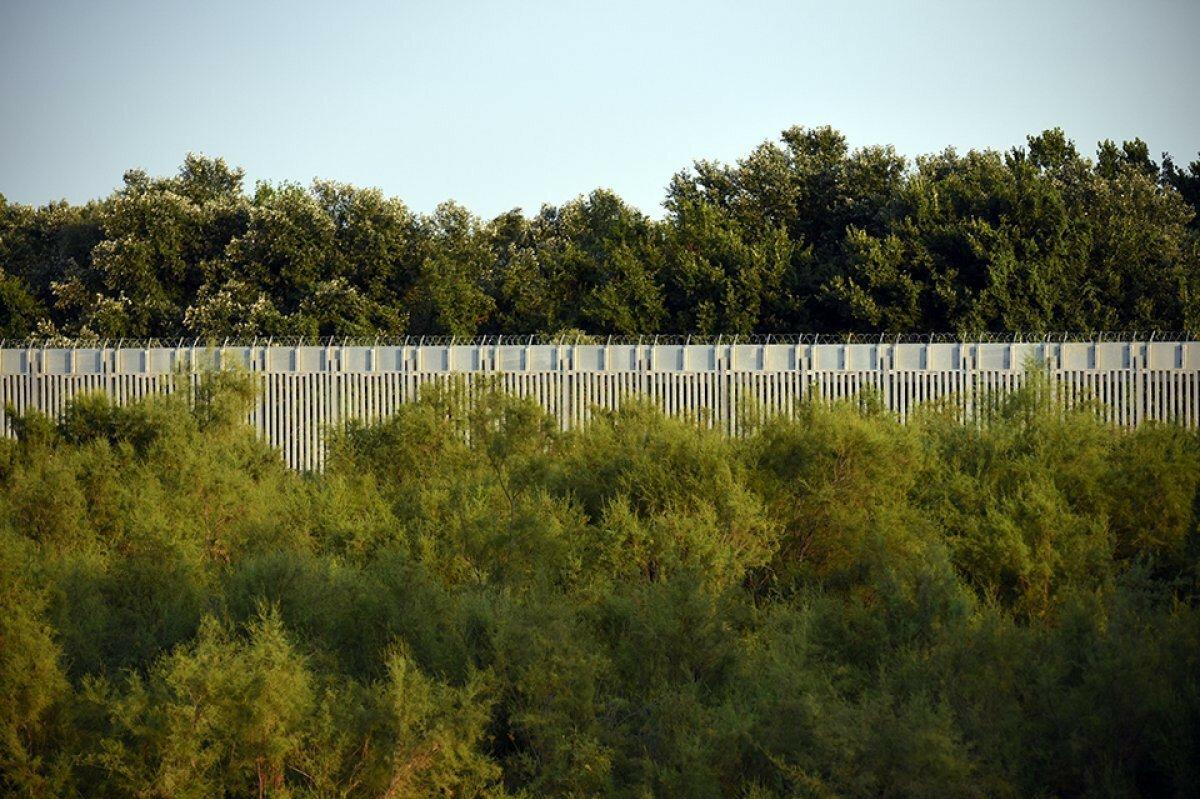 Yunanistan dan  Afganlar  için önlem: Türkiye sınırına 40 kilometrelik çelik duvar örüldü #5