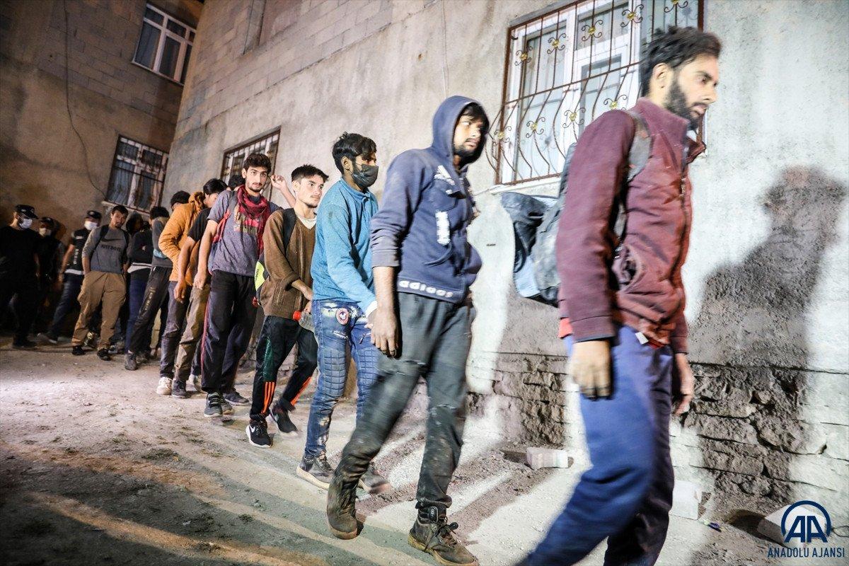 Van da 25 düzensiz göçmen yakalandı #10