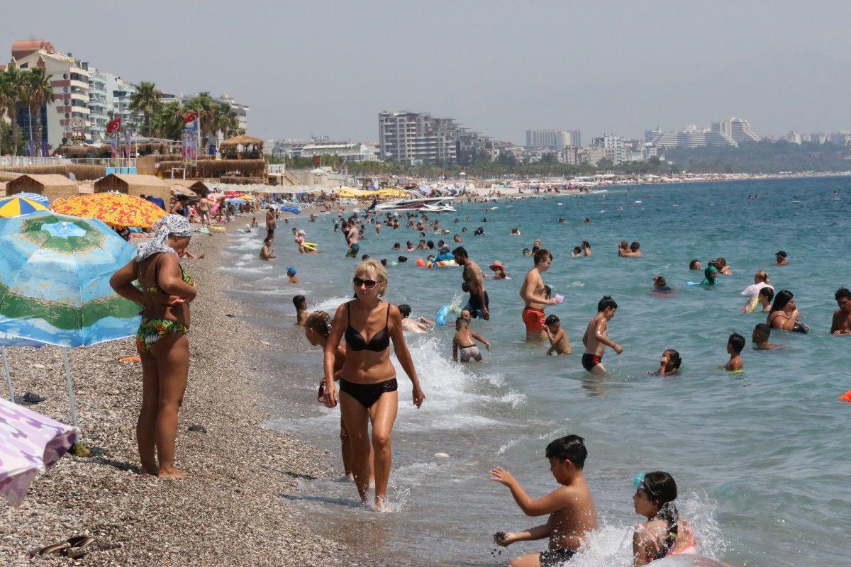Antalya'da, Konyaaltı Sahili nde boş yer kalmadı #7