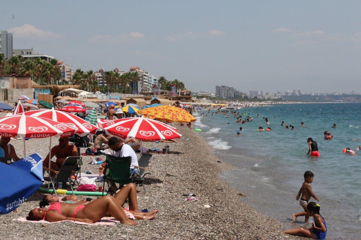 Antalya'da, Konyaaltı Sahili nde boş yer kalmadı #4