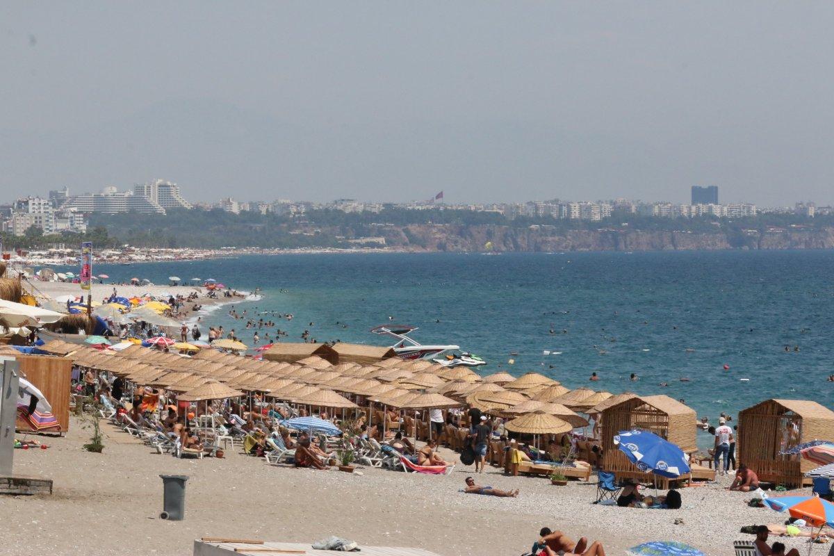 Antalya'da, Konyaaltı Sahili nde boş yer kalmadı #1