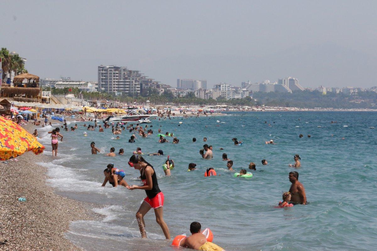 Antalya'da, Konyaaltı Sahili nde boş yer kalmadı #2