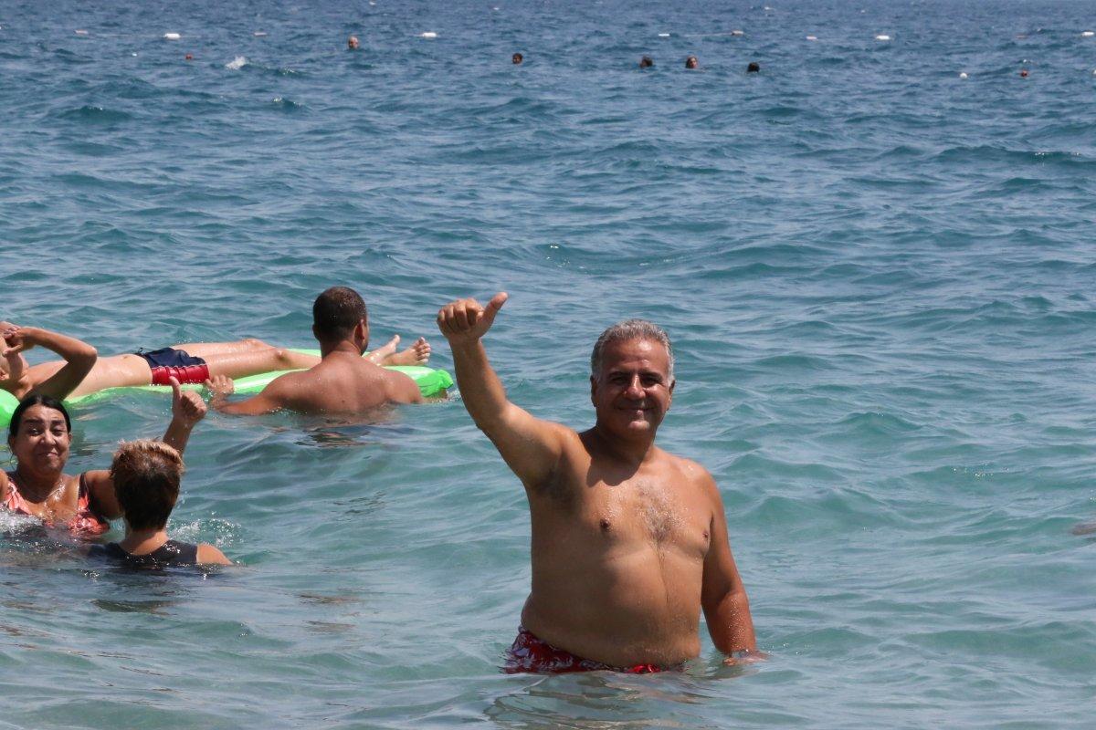 Antalya'da, Konyaaltı Sahili nde boş yer kalmadı #3