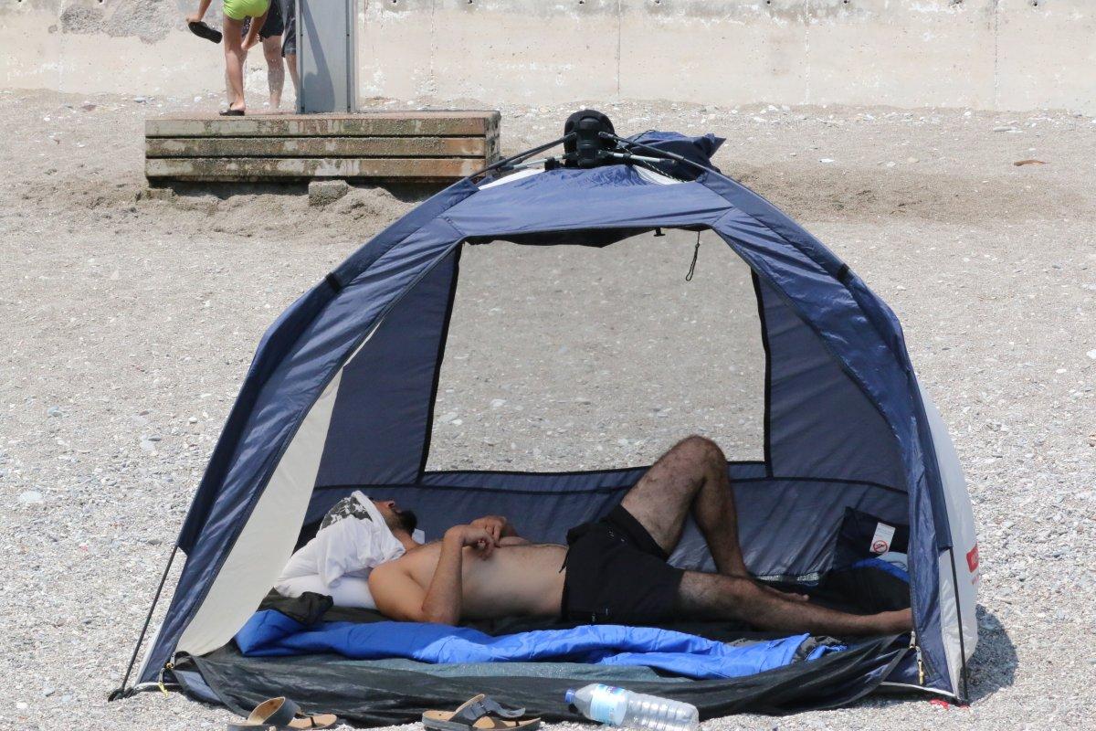Antalya'da, Konyaaltı Sahili nde boş yer kalmadı #5