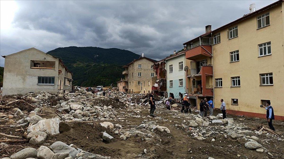 Sel felaketinin yıktığı Babaçay köyü sakinlerinden evlerine veda #1